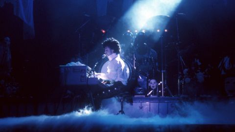 INGLEWOOD, CA - FEBRUARY 19: Prince performs live at the Fabulous Forum on February 19, 1985 in Inglewood, California. (Photo by Michael Ochs Archives/Getty Images)