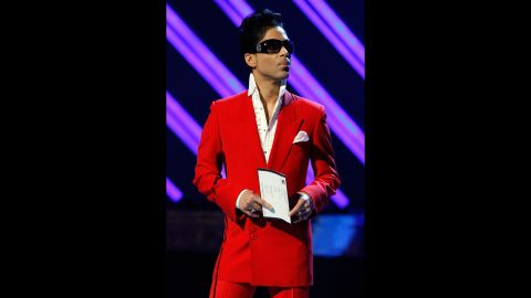 Power suiting -- Presenting the Best Female R&B Performance award during the 50th annual Grammy awards, February 10, 2008.<br />