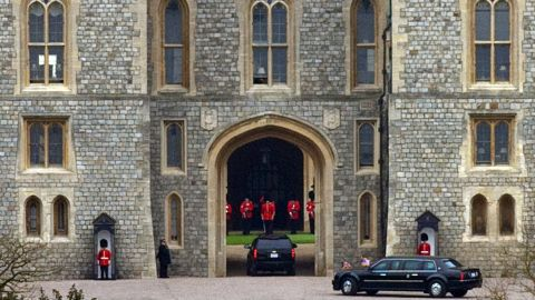 A motorcade drives the Obamas to Windsor Castle for lunch with Queen Elizabeth II on April 22.