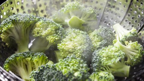 As a general rule, keep cooking time, temperature and the amount of liquid to a minimum when cooking vegetables. That's why steaming is one of the best ways to maximize nutrients. It turns out that's especially true for broccoli.