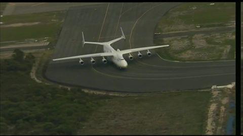 giant plane lands in perth Australia pkg_00000119.jpg