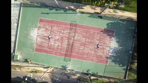 All around the the lake between Ipanema and Corcovado, there are numerous areas dedicated to sports. Most of the tennis courts in Rio are on private property, but these two are public and it is free to go there and play.