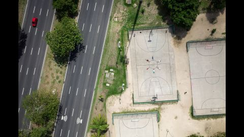 Basketball players pose in the Parque do Flamengo, where there are many courts and fields for different sports.