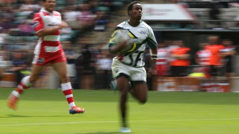 LONDON, ENGLAND - AUGUST 18:  Carlin Isles of San Francisco races away with the ball in the match against Gloucester during the World Club 7's at Twickenham Stadium on August 18, 2013 in London, England.  (Photo by David Rogers/Getty Images)