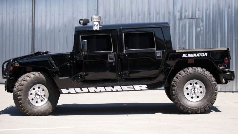 Shakur personally customized the H1, which is equipped with a 6.5-liter, turbo diesel V-8 engine with automatic transmission.