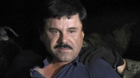 """Drug kingpin Joaquin """"El Chapo"""" Guzman is escorted into a helicopter at Mexico City's airport on January 8, 2016"""