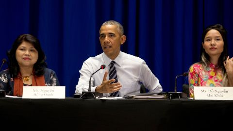 Obama meets with members of the Vietnamese Civil Society in Hanoi on May 24.