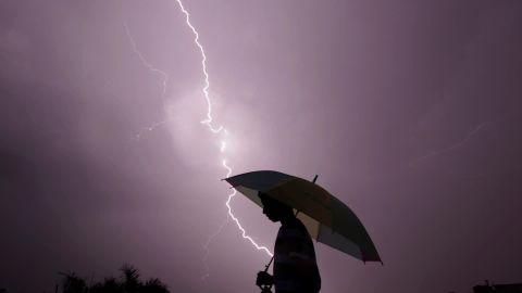 lightning deaths developing countries orig nws_00001904.jpg