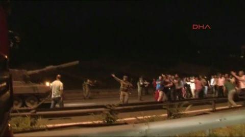 turkey military tank protesters gun firing vo_00003904.jpg