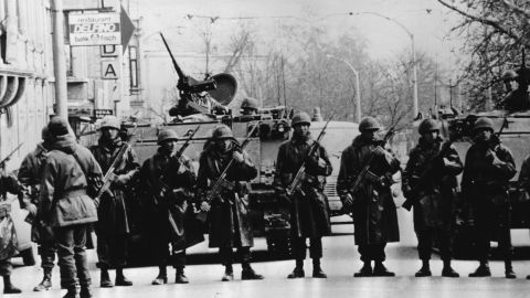 15th September 1980: Troops seal off a main road in the Turkish capital Ankara after the military coup led by General Kenan Evren. (Photo by Keystone/Hulton Archive/Getty Images)
