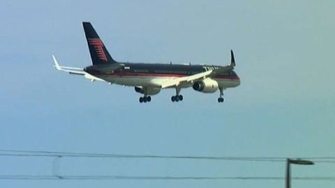 Ted Cruz Donald Trump plane arrival_00000320.jpg