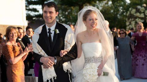 Chelsea weds Mezvinsky in Rhineback, New York, in July 2010.