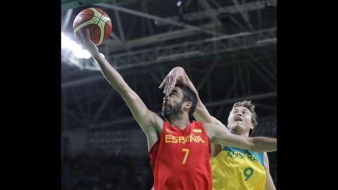 Spain's Juan Carlos Navarro, left, goes for the basket against Ryan Broekhoff of Australia during their bronze medal basketball game. The Spaniards won 89-88.
