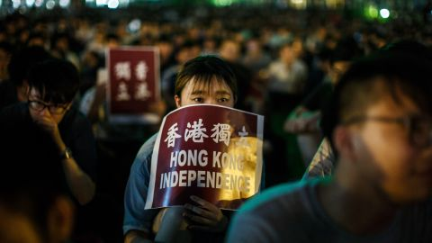 """A protester holds a placard that reads """"Hong Kong Independence"""" near the government's headquarters in Hong Kong on August 5, 2016, during the city's first pro-independence rally."""