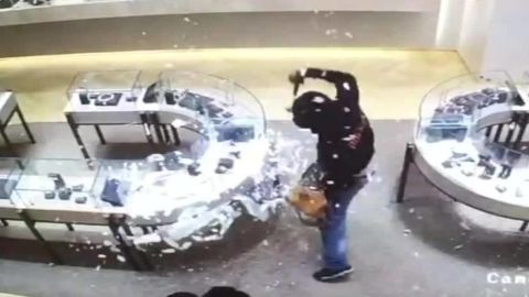 houston jewlery heist caught on camera pkg_00004517.jpg