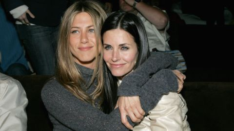 "Former ""Friends"" stars Jennifer Aniston and Courteney Cox remain good friends."