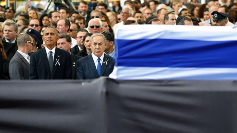 US President Barack Obama stands alongside Netanyahu as both men pay their respects.