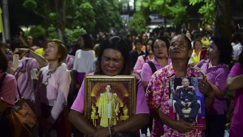 Ripley Thai King Bhumibol Adulyadej dies Thai reaction_00014213.jpg