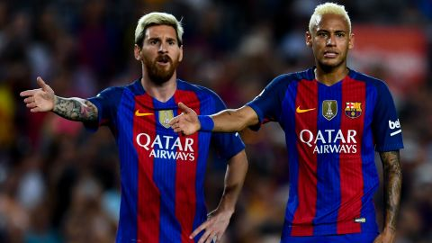 BARCELONA, SPAIN - SEPTEMBER 10:  Lionel Messi (L) and Neymar Jr. of FC Barcelona reacts during the La Liga match between FC Barcelona and Deportivo Alaves at Camp Nou stadium on September 10, 2016 in Barcelona, Spain.  (Photo by David Ramos/Getty Images)