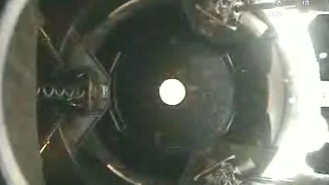 Shenzhou 11 arriving at Tiangong spaceship docking_00000630.jpg