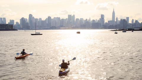 """Zach Schwitzky kayaks across New York's Hudson river to work each morning. A 20-minute paddle across the water plus a bit of walking each side gives a commute of 45 minutes. Photo by <a href=""""https://www.instagram.com/amiddletonprojects/"""" target=""""_blank"""" target=""""_blank"""">@amiddletonproject</a>."""