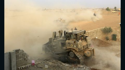Iraq's counterterrorism forces advance toward ISIS positions in Tob Zawa on October 25.