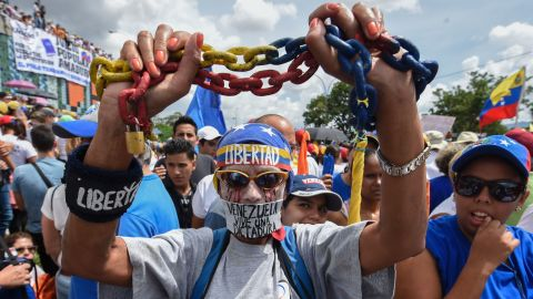 People protest against the government of Venezuelan President Nicolas Maduro, in Caracas on October 26, 2016.