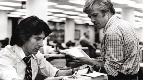 """Robert Redford and Dustin Hoffman as star as Bob Woodward and Carl Bernstein as they investigate the Watergate scandal in <strong>""""All the President's Men."""" </strong>"""