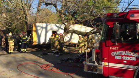 chattanooga school bus crash _00002302.jpg