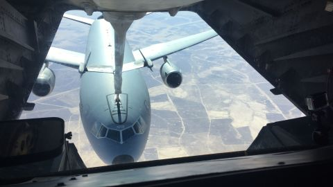 Refueling while both aircraft are in the air, flying at 400 mph, is no easy feat.