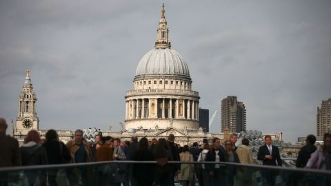 Pedestrians walk along the Millennium Bridge with St Paul's Cathedral in the background in London on October 27, 2016. Britain's economy won a double boost on October 27 on news of faster-than-expected growth following its vote for Brexit and a pledge by Nissan to build new car models in the UK. Gross domestic product expanded by 0.5 percent in the third quarter, official data showed.  / AFP / Daniel Leal-Olivas        (Photo credit should read DANIEL LEAL-OLIVAS/AFP/Getty Images)
