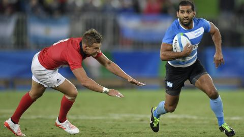 Gaston Revol (right) will make his 50th tournament appearance at the Dubai season-opener -- only head coach Santiago Gomez Cora (61) and Nicolás Bruzzone (55) have played more for Pumas Sevens. The Argentina captain, 30, will hope to make amends for his crucial penalty miss in the sudden-death Olympic quarterfinal loss to Great Britain by winning the first sevens title of his career.
