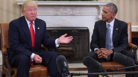 US President Barack Obama meets with President-elect Donald Trump on transition planning in the Oval Office at the White House on November 10, 2016 in Washington,DC.  / AFP / JIM WATSON        (Photo credit should read JIM WATSON/AFP/Getty Images)