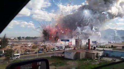 cnnee brk explosion polvorin tultepec mexico video facebook_00000110.jpg