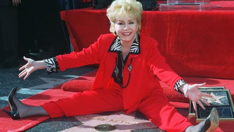 Reynolds poses with her second star on the Hollywood Walk of Fame on January 13, 1997.