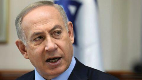Israeli Prime Minister Benjamin Netanyahu chairs a weekly cabinet meeting, in Jerusalem, Sunday, Jan. 1, 2017. (Gali Tibbon/Pool photo via AP)