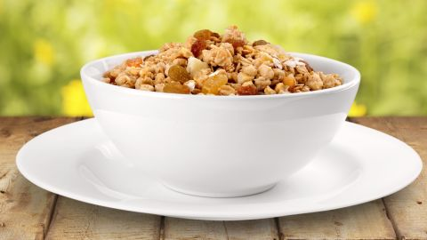 Ready-to-eat breakfast cereal can make for a convenient and healthy breakfast, especially if it's made with whole grains, is low in sugar and is served with fresh fruit and low-fat milk. But sugary cereals that lack fiber and protein can cause a blood sugar spike and crash before lunchtime.