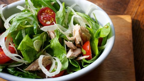 A salad made with spinach, light tuna, veggies, feta and yogurt dressing can make for a low-calorie, nutrient-rich lunch. But when your salad contains crispy chicken, bacon, cheddar and ranch dressing, you'd be better off eating a burger.