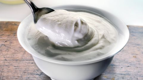A Greek yogurt with no added sugar makes for a filling protein- and calcium-rich snack. But sweetened yogurts with flavorings or fruit purees have less protein and are more like dessert, with up to 8 teaspoons of sugar.