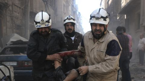 ALEPPO, SYRIA - APRIL 29: Civil defense workers evacuate dead bodies and woundeds after Assad regime's air strikes on residential areas in Mesekin district of Aleppo in Syria on April 29, 2016. (Photo by Beha el Halebi/Anadolu Agency/Getty Images)