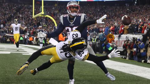 Logan Ryan of the Patriots attempts to break up a pass intended for Cobi Hamilton of the Steelers during the fourth quarter.