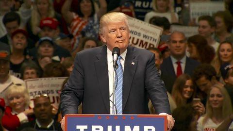 Trump pledges to build wall_00003907.jpg