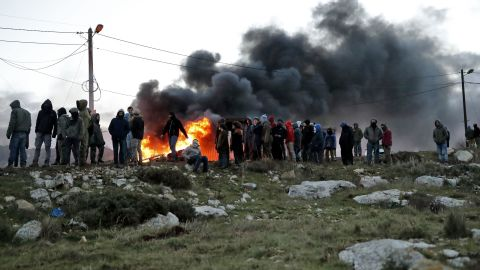 Jewish settlers set tyres ablaze at the Amona outpost on February 1, 2017.