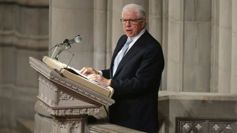 Pulitzer Prize winning journalist Carl Bernstein eulogizes his former boss and Washington Post Executive Editor Ben Bradlee at the Washington National Cathedral October 29, 2014 in Washington, DC. Bradlee died at his home in Georgetown October 21, 2014 at the age of 93. Bradlee was at the helm of the newspaper from 1968 to 1991, during which time it published the Pentagon Papers and stories documenting the Watergate scandal, leading to the resignation of President Richard Nixon.  (Photo by Chip Somodevilla/Getty Images)