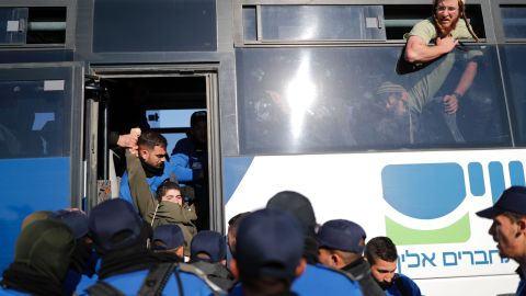 Israeli police have faced strong resistance from settlers since starting the evacuation process in Amona.