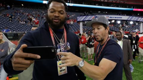 Michael Bennett enjoyed his brother's recent Super Bowl victory along with actor Mark Wahlberg.