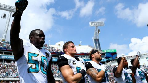 Jacksonville Jaguars' Telvin Smith raises his fist during the National Anthem on September 25, 2016.