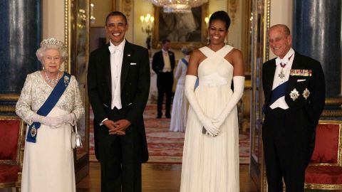 Barack and Michelle Obama met the Queen in 2016