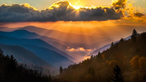 <strong>3. Great Smoky Mountains National Park, North Carolina/Tennessee:</strong> The most popular of the 59 headliner National Parks, Great Smoky Mountains protects a variety of animal and plant life. Enter the park's southern entrance near Cherokee, North Carolina, to enjoy the view from the Oconaluftee Overlook.