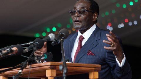 Zimbabwe's President Robert Mugabe delivers a speech during celebrations marking his birthday in Masvingo on February 27, 2016. / AFP / JEKESAI NJIKIZANA        (Photo credit should read JEKESAI NJIKIZANA/AFP/Getty Images)